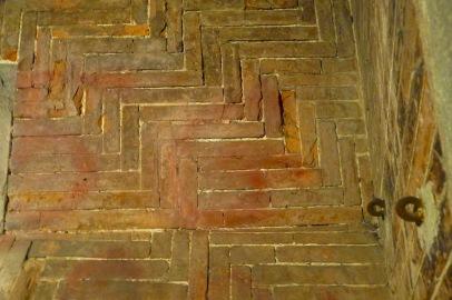Herringbone pattern bricks helped make the dome possible